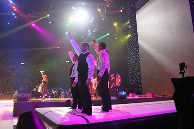 Flying Acrobats bei erfolgreichster Eis-Gala der Welt