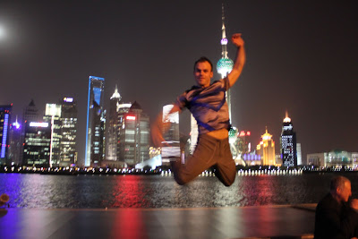 Power Acrobats zur Weltpremiere des 21st Century Beetle in Shanghai